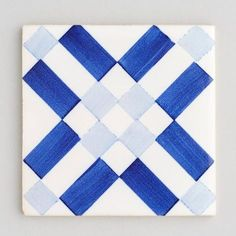 Lisboa - handpainted, handmade patterned blue and white tiles. Portuguese tiles for bathrooms and kitchens from Everett and Blue Blue Kitchen Tiles, Kitchen Wall Colors, Blue Tiles, Kitchen Wall Art, White Tiles, Kitchen Design Open, Kitchen Tiles Design, Interior Design Kitchen, Steel Cupboard