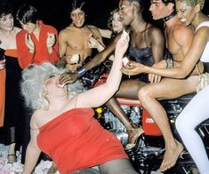 Crazy Pictures of Grace Jones Celebrates Her Birthday with the Likes of Divine, Andy Warhol, Elton John, Julie Budd and Jerry Hall in 1978 Grace Jones, 30th Birthday Parties, Birthday Celebration, Happy Birthday, Disco Dust, John Waters, Studio 54, Julie, People Magazine