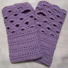 Crochet Patterns Gloves Dragonfaeriee Crochet Tales: Fan Edged Armwarmers © free pattern here Crochet Wrist Warmers, Crochet Boot Cuffs, Crochet Boots, Crochet Slippers, Crochet Scarves, Crochet Clothes, Knit Crochet, Hand Warmers, Crochet Gloves Pattern