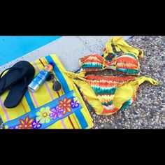 BECCA bikini Super cute Rebecca Virtue bikini. Both top and bottom are a large. Love this item, but not the price?! Make an offer☺️ BECCA Swim Bikinis
