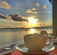 Sunrise Scenery with a cup of coffee Coffee Is Life, I Love Coffee, Best Coffee, My Coffee, Good Morning Coffee, Coffee Break, Coffee Cafe, Coffee Drinks, Sunrise Coffee