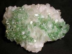 Crystals Gemstones Fossils, Interesting Rocks, Magical Minerals, Minerals Crystals, Rocks Minerals, Fluorite Halite, Natural Rocks, Fossils Minerals