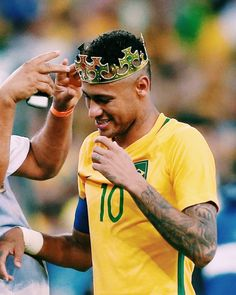 The king neymar jr Neymar Pic, Neymar Brazil, Crazy Fans, Football Players, Kids Football, Best Player, Shawn Mendes, Cool Pictures, Soccer