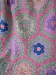 VTG-Quilt-Grandmothers-Flower-Garden-Feed-Sack-Fabrics-58x66-Hand-Stitched-Made
