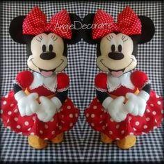 Eu Amo Artesanato: Minie e Mickey com molde Baby Mickey, Felt Fabric, Fabric Dolls, Clay Crafts, Felt Crafts, Michey Mouse, Felt Ornaments, Christmas Ornaments, Doll Patterns