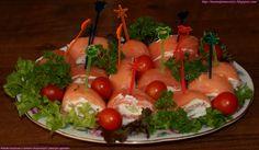 Roladki łososiowe z serkiem chrzanowym i zielonym ogórkiem, łosoś wędzony, serek puszysty, ogórek gruntowy, ogórek szklarniowy, ogórek wężowy, pieprz kolorowy, justyś, mama i pomocnicy, roladki z łososia Sushi, Vegetables, Ethnic Recipes, Vegetable Recipes, Veggies, Sushi Rolls