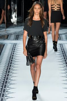 Versus Versace Spring 2015 Ready-to-Wear Fashion Show - Julia Frauche