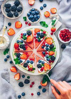 Watermelon Pizza with Fruits Watermelon Fruit Pizza, Easy Fruit Pizza, Dairy Free Yogurt, Vegan Yogurt, Colorful Fruit, Fresh Fruit, Summer Dessert Recipes, No Calorie Snacks, Fruit Snacks