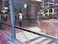 Ilkivaltaisesti rikottu ikkuna Helsingin rautatieasemalla viime viikolla.