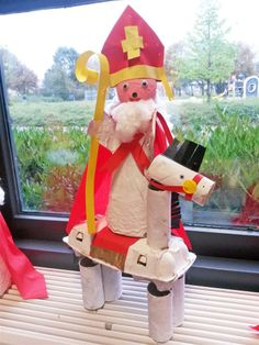 Knutselen 3d: Sint van papier machee Advent, Art For Kids, Crafts For Kids, St Nicholas Day, Nativity, Saints, Projects To Try, December, Seasons