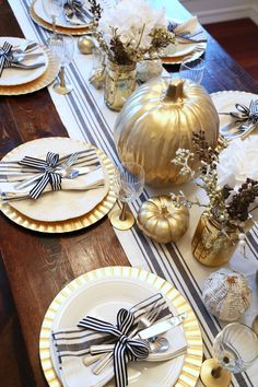 11 Gorgeous Thanksgiving Tablescapes to Inspire You - Pizzazzerie
