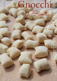 Gnocchi di ricotta ricetta facile Il Mio Saper Fare: delicati, morbidi e abbinabili a qualsiasi condimento. Facilissimi da realizzare, seguite il tutorial.