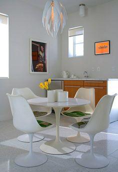 Wie sieht das moderne Esszimmer aus? - kleines esszimmer modern einrichten rundtisch in weiß
