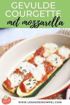 Makkelijk te maken en lekker, dat is dit recept voor gevulde courgettes met tomatensaus en mozzarella. Gevulde groente uit de oven, een lekker vegetarisch recept waar wij dol op zijn. Klik op de foto voor het recept! Italian Recipes, Zucchini, Healthy Living, Food Porn, Good Food, Low Carb, Menu, Lunch, Mozzarella