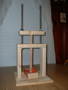 I love the simplicity of this home made press.