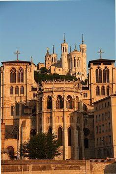 Lyon, Primatiale de St jean, sur la colline, la Basilique de Fourvière.
