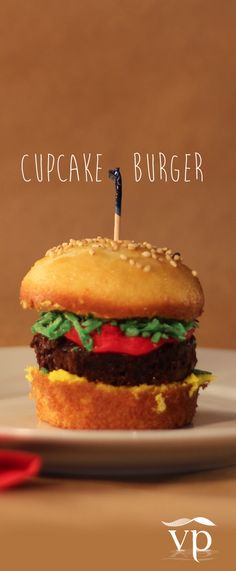 Cupcake burger! These are so easy to make and your guests will flip when they see them! #desserts #cupcakes #cupcakeburgers