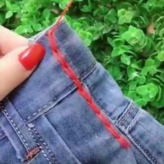 New & Interesting Finds Useful & Creative Tips Everyone Should Know! ideas Creative Finds Interesting Sewing hacks videos Tips Sewing Hacks, Sewing Tutorials, Sewing Crafts, Sewing Patterns, Sewing Tips, Techniques Couture, Sewing Techniques, Sewing Projects For Beginners, Diy Projects