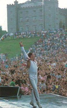 Freddie Mercury. http://t.co/QCvAZl9u8N