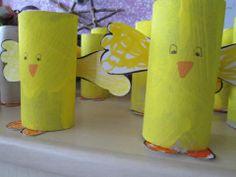 pulcini con rotoli di carta igienica