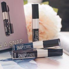 Habt ihr eigentlich schon mal bunte #Mascara ausprobiert? 🤔 ich finde es immer toll wenn man von herkömmlichen Farben abgesehen wird und freue mich, dasss es die #SnapScara auch in #BlackCherry und #Blue gibt 💜💙 wobei ich sagen muss, dass das sehr dunkle Violett nur etwas softer als Schwarz wirkt 💁🏻♀️ das Blau hingegen kann man schon gut erkennen 😉 www.bibifashionable.at 📱📄💻 #bibifashionable #werbung #prsample #maybelline #drogerie #beautyblogger_at #mynyitlook #lashes #colorful