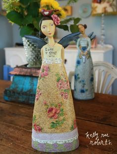 Love Always Wins. Of all the new figures, she's my favorite. It's the flower in her hair, the birdie, her dress, the message… ok all of it!