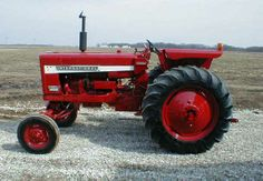 IH 656 Tractor with Wide Front