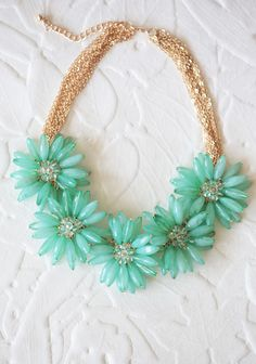 Saw a necklace like this (in a bunch of different colors) at a vintage shop in Holland, Michigan. Now here they are at Ruche! Vintage Costume Jewelry, Vintage Costumes, Vintage Jewelry, Maxi Collar, Floral Necklace, Teal Necklace, Summer Necklace, Floral Fashion, Vintage Fashion