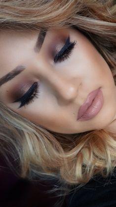 Makeup vinotinto