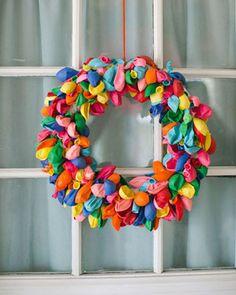 use balloons to make a fun wreath!