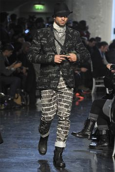 http://images.vogue.it/imgs/sfilate/autunno-inverno-2012-13/jean-paul-gaultier/collezione/HQ/jean-paul-gaultier_004.jpg
