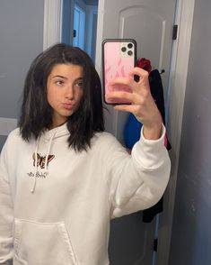 Beautiful Girl Image, The Most Beautiful Girl, American Girl, Charlie Video, Rare Videos, Cute Poses, Famous Girls, Millie Bobby Brown, Rare Photos