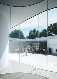 This Glass Pavilion was designed by Kazuyo Sejima and Ryue Nishizawa, lead architects of SANAA (Sejima and Nishizawa and Associates), a Tokyo-based firm known for designing attractive and functional museums that relate well to their sites, and for using architectural glass with extraordinary skill.
