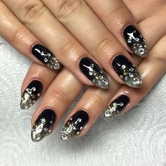 Instagram media by nailarch - #black #silver #ombre #blingbling