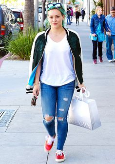 A week after dyeing her locks mermaid teal-green, Hilary Duff stepped out with an eye-catching style look on Tuesday, March 24, in Beverly Hills.