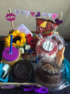 Hunting for presents for boyfriends? At See Myself a Souvenir there are all sorts or their personal gifts specifically for your boyfriendto quiver with delight over. Birthday Goals, Cute Birthday Gift, Birthday Diy, Picnic Date Food, Breakfast Basket, Food Bouquet, Birthday Surprise Boyfriend, Birthday Breakfast, Diy Gifts For Boyfriend