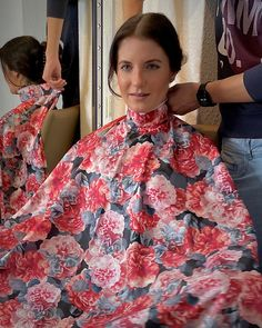 Rain Cape, Crossdressers, Pretty Woman, Hairdresser, Hair Cuts, Sari, Blouse, How To Wear, Women