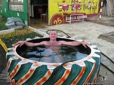Piscina com pneu de trator. Mais maybe this is the only pool Ill get. Tire Garden, Garden Art, Outdoor Projects, Garden Projects, Outdoor Decor, Piscina Diy, Tire Craft, Reuse Old Tires, Tire Furniture