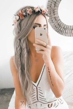 54 Best Bohemian Hairstyles That Turn Heads Bohemian hairstyles are oriented on romantic souls who wish to look amazing. We have picked the most flattering boho hairstyles for you to try. Bohemian Hairstyles, Crown Hairstyles, Braided Hairstyles, Boho Hairstyles For Long Hair, Hairstyles 2016, Hairstyle Ideas, Flower Crown Hairstyle, Party Hairstyles, Straight Wedding Hairstyles