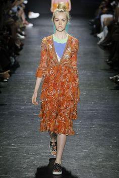 Vivienne Tam New York Spring/Summer 2017 Ready-To-Wear Collection | British Vogue