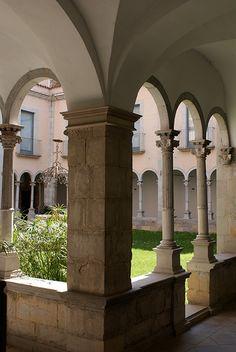 Foto: Monasterio de Sant Esteve. Oficina de Turismo de Banyoles.
