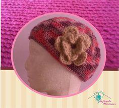 Modelo N° 32: Boina para dama con flor lateral tejida a crochet