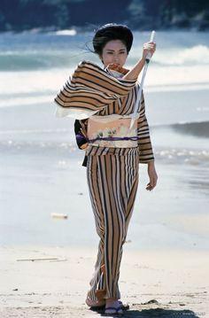 """Meiko Kaji in """"Lady Snowblood"""" Japanese Film, Japanese Kimono, Female Samurai, Really Good Movies, Kimono Japan, Tough Girl, Press Photo, Yukata, Film Stills"""