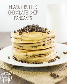 Peanut Butter Chocolate Chip Pancakes - the perfect breakfast for all you peanut butter lovers out there. Topped with an amazing and simple peanut butter syrup! -the BEST pancakes- SG Yummy Pancake Recipe, Tasty Pancakes, Pancakes And Waffles, Pancake Recipes, Homemade Pancakes, Waffle Recipes, Breakfast Desayunos, Perfect Breakfast, Breakfast Recipes