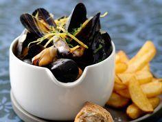 Découvrez la recette Moules frites sur cuisineactuelle.fr.