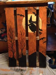 Pallet Projects 27 Creative Fall Pallet Projects for Decorating Your Home on a Budget - Over 25 options for pallet signs to decorate your home this fall. They are so inexpensive you could make new fall pallet projects each year. Halloween Wood Crafts, Diy Halloween Decorations, Halloween Art, Holidays Halloween, Pallet Ideas For Halloween, Wooden Halloween Signs, Autumn Pallet Ideas, Pallet Decorations, Pallet Projects Christmas