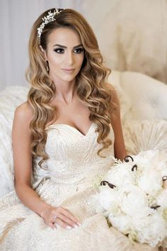 English Garden Style Wedding in California - . - English Garden Style Wedding in California – the - Wedding Hairstyles For Long Hair, Loose Hairstyles, Wedding Hair And Makeup, Hairstyle Wedding, Bride Hairstyles Down, Curly Hair Styles Wedding, Curly Bridal Hair, Diy Wedding Hair Down, Hair For Bride