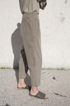 Black Crane - Carpenter Pants in Cement