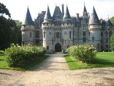 Castle of Vigne, France – architecture Romanesque Architecture, Architecture Old, Historical Architecture, Chateau Medieval, Medieval Castle, Fantasy Castle, Fairytale Castle, Beautiful Castles, Beautiful Buildings