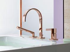 On aime : l'élégance et la sensualité de la teinte rosée, sur cette robinetterie en or et cuivre. Caractéristiques techniques : Robinet pour baignoire 3 trous collection MEM finition Cyprum ... #maisonAPart